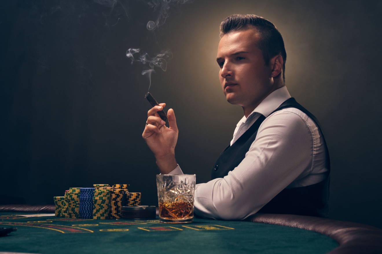 Winning strategies for Sit and Go poker